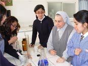 Religiosa HMA recibe premio EdUCiencias 2007, entregado por la Universidad Católica