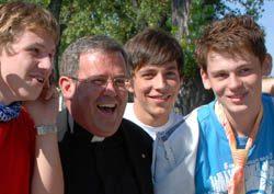 Jóvenes: estén siempre alegres en el Señor