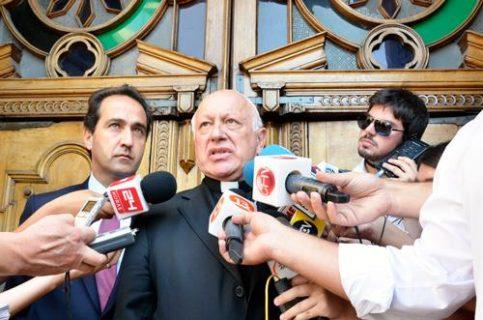 """Arzobispo pide no destruir """"el alma de Chile"""""""
