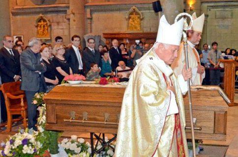 """Despedida P. Santi: """"nos enseñó valores cristianos en el mismo infierno"""""""