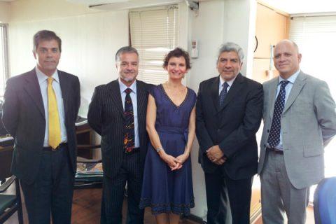 Autoridades se reúnen con Alcaldesa de Santiago