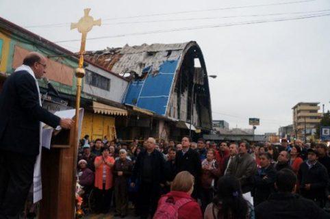 Concepción – Liturgia con comerciantes de mercado destruido