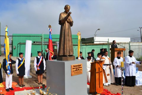 Bendecida y entronizada imagen de San Juan Bosco en Alto Hospicio
