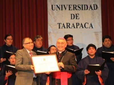 Monseñor Vargas reconocido por la Universidad de Tarapacá