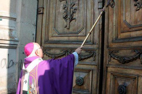 Con un templo repleto de fieles se reabren las puertas de la Catedral