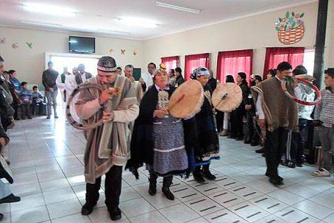 Mons. Vargas compartió con animadores mapuches en Chol Chol