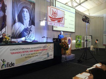 Rector Baeza expuso en Congreso de Educación Católica