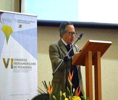 """""""Los profesores chilenos ganan 39% menos que el promedio de los países de la OCDE"""""""