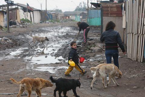 Población El Castillo: ejemplo de abandono y exclusión social de Chile en el mundo