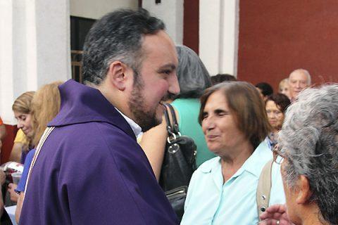 Asume el nuevo párroco de Sagrada Familia de Macul