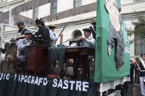 Desfile en la Plaza de Armas de Linares en honor a Don Bosco