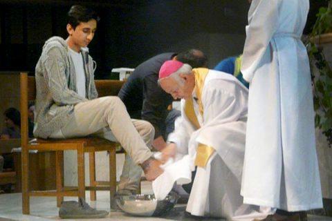 Alumnos del ISV protagonizaron el lavado de pies en Catedral de Valdivia