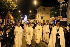 Cientos de personas recorrieron junto a la Virgen las calles de Valparaíso