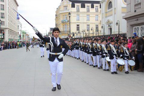 Cuatro mil jóvenes rindieron honor a Mons. Fagnano en Punta Arenas