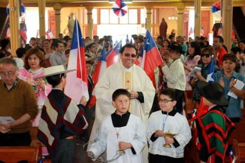 Don Bosco de Iquique inició actividades de Fiestas Patrias con Misa a la Chilena y Fonda Familiar