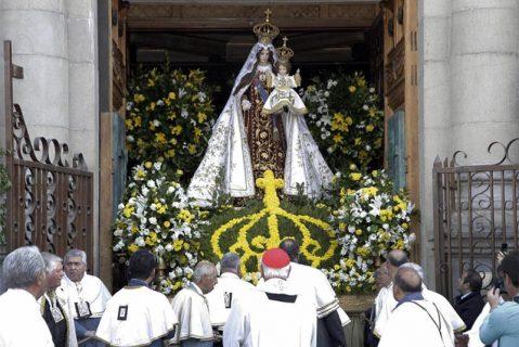 """Con el lema """"Protégenos bajo tu manto"""", 10 mil personas celebraron la tradicional Procesión de la Virgen del Carmen"""