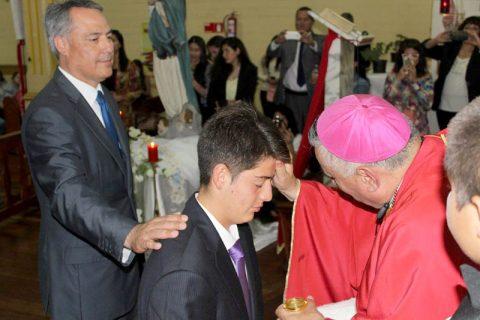 Más de 20 jóvenes recibieron el Sacramento de la Confirmación en el Santuario Sagrado Corazón de Jesús de Iquique