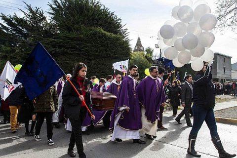 Más de mil personas despidieron en  Punta Arenas al P. Roberto Sánchez