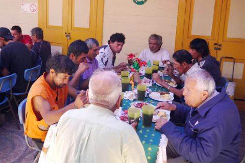 Amigos en situación de calle de Iquique tuvieron almuerzo navideño en Santuario Sagrado Corazón de Jesús