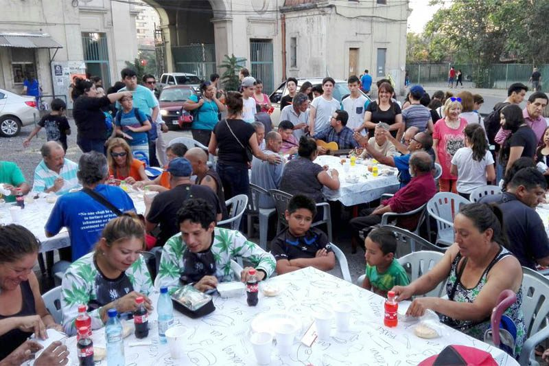 Obra Salesiana de la Cisterna entregó cena navideña a hermanos en situación de calle