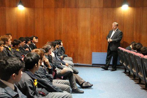 Estudiantes del Instituto Salesiano de Valdivia tuvieron charla de Astronomía