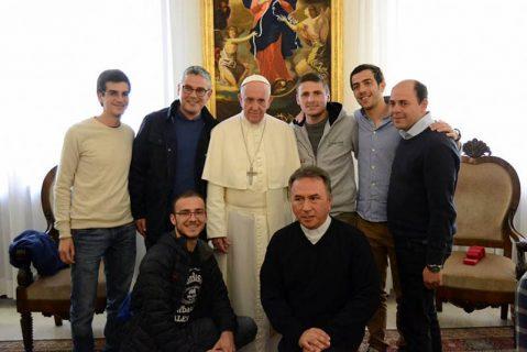 Un regalo agradecido: El Papa Francisco recibe a los novicios y prenovicios salesianos