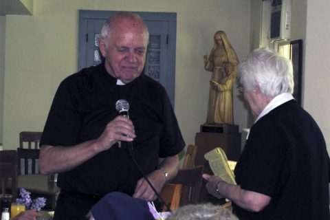 Miércoles 5 de julio: Funeral del P. Peterson en la Gratitud Nacional