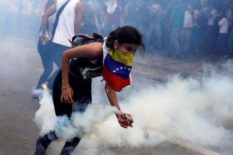 """Crisis en Venezuela: """"Desgraciadamente se incita a ser jóvenes sin ética, sin compromiso y sin país"""""""