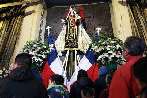 Miles de fieles celebraron a la Virgen del Carmen en Santuario Nacional de Maipú