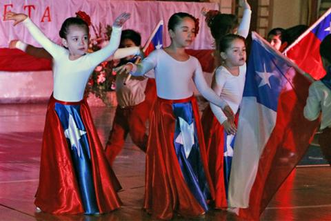 III Muestra Folclórica en el Instituto de Don Bosco de Punta Arenas