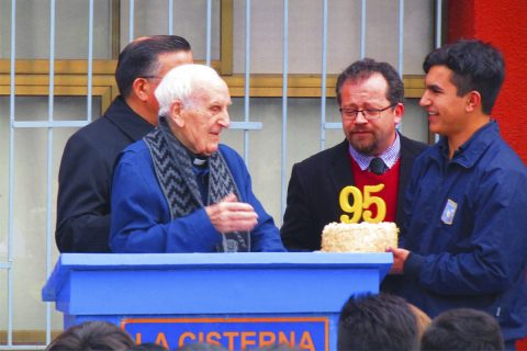 Comunidad de La Cisterna celebra al P. Teodoro por sus 95 años de vida