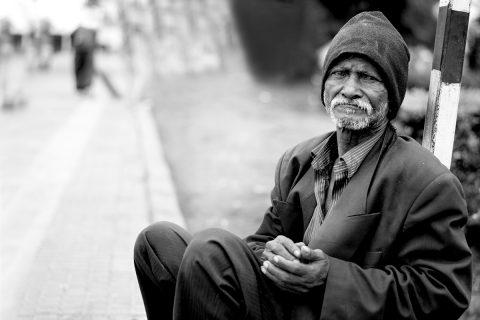 Jesús en los brazos de los más humildes y pobres