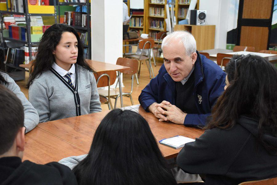 """P. Basañes en Puerto Natales: """"no se puede responder con fórmulas antiguas a los jóvenes de hoy"""""""