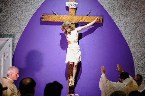 [VIDEO] Cristo Roto, el de los sufrientes y marginados
