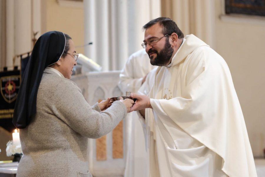María Auxiliadora, cuida de nuestra Iglesia