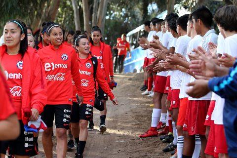 Fútbol y Femenino