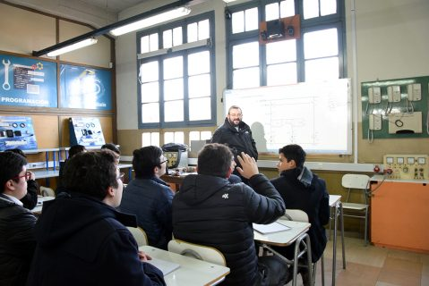 P. Carlo Lira visitó Centro Educativo Salesianos Talca