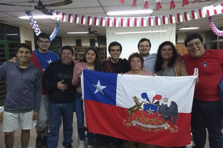 Jóvenes chilenos celebran Fiestas Patrias en Argentina