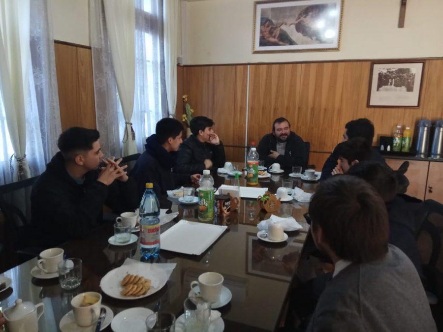 P. Carlo Lira visitó Liceo Manuel Arriarán Barros