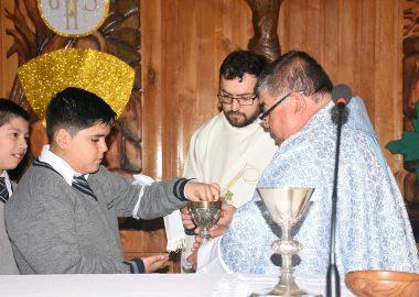 Niños cobijados en la fe de Jesucristo