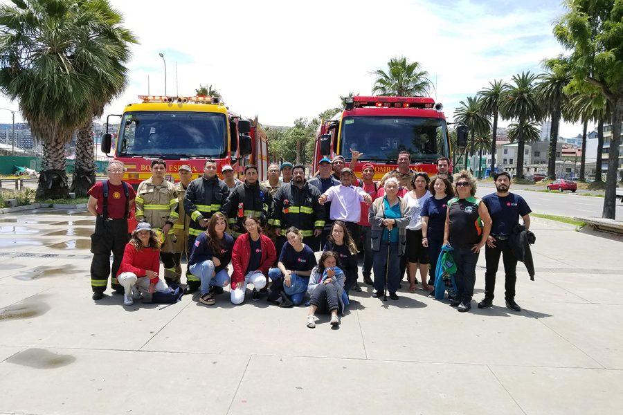 Fundación Don Bosco visita a bomberos de Valparaíso