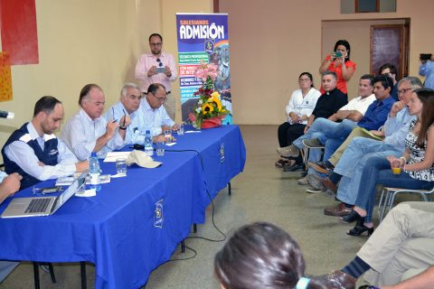 Ministro de agricultura visitó escuela agrícola de Catemu
