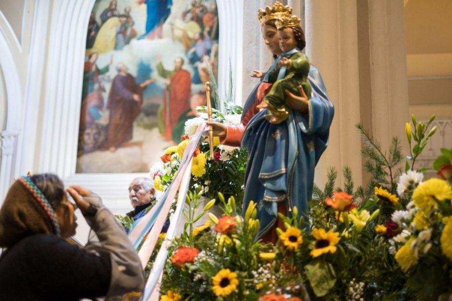 María Auxiliadora: Madre bondadosa que cuida de su pueblo