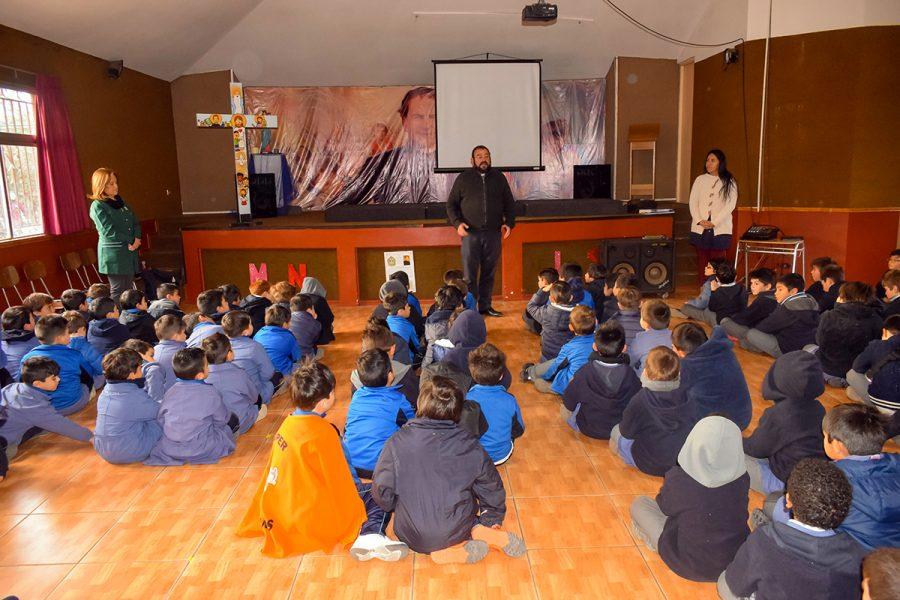 P. Carlo Lira visita Colegio Salesiano Camilo Ortúzar Montt