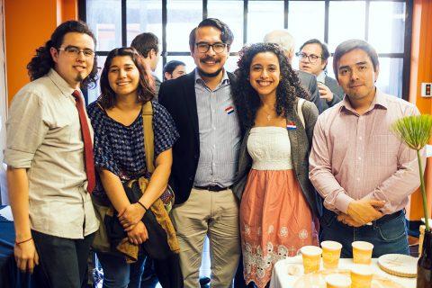 Casa de puertas abiertas para jóvenes del barrio universitario