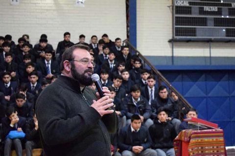 Padre Carlo Lira visita Comunidad Educativa Salesiana de Talca