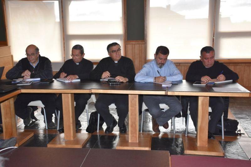 Centenario Puerto Natales: Reunión de directores extraordinaria