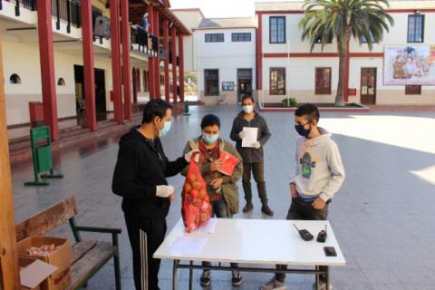 Entrega de alimentación y educación a distancia en Salesianos La Serena