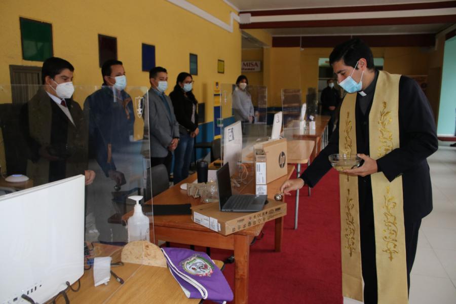 Salesianos Concepción entrega ayuda tecnológica a estudiantes