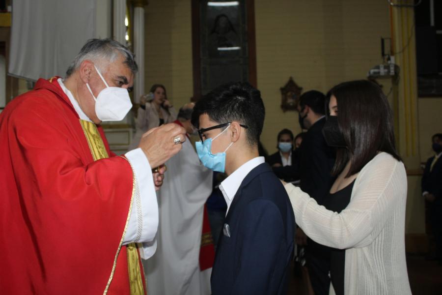 Jóvenes de Iquique confirman su fe